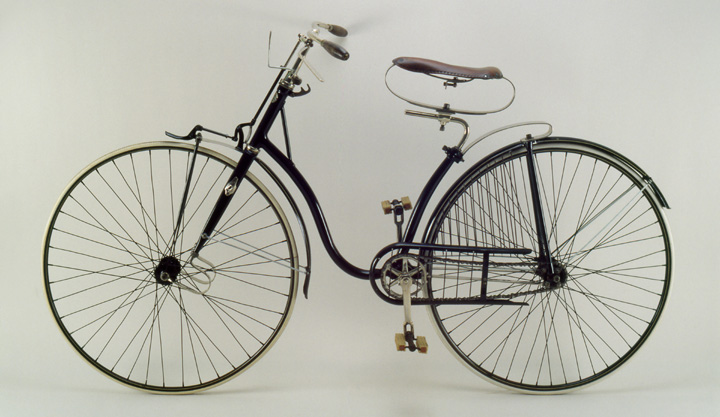 Worth Spring-Frame Safety, ca. 1890<br> The Chicago Bicycle Co.<br> United States<p>  This ladies' model with solid tires was noted for its elaborate spring suspension system, whereby a total of six springs separated the wheels from the frame.